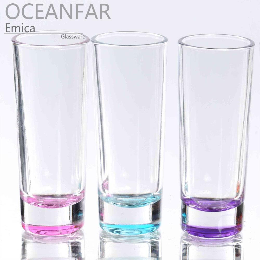 纤细圆柱状彩色烈酒杯